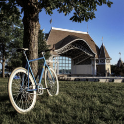 Blue Bike, Bandshell